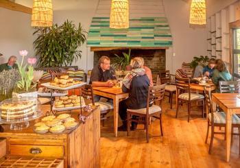 Indlovu Restaurant and Curio Shop @ Knysna Elephant Park: Askaris Restaurant