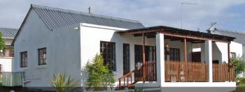 Lynne's Lodges: Jeffreys Bay and Graaff Reinet Accommodation