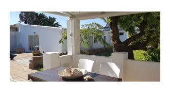 Villa Palmera: Mossel Bay Accommodation Garden Route